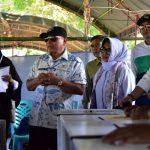 Usai Mencoblos, Wali Kota Bontang Bersama Gubernur Kaltim Pantau Beberapa TPS